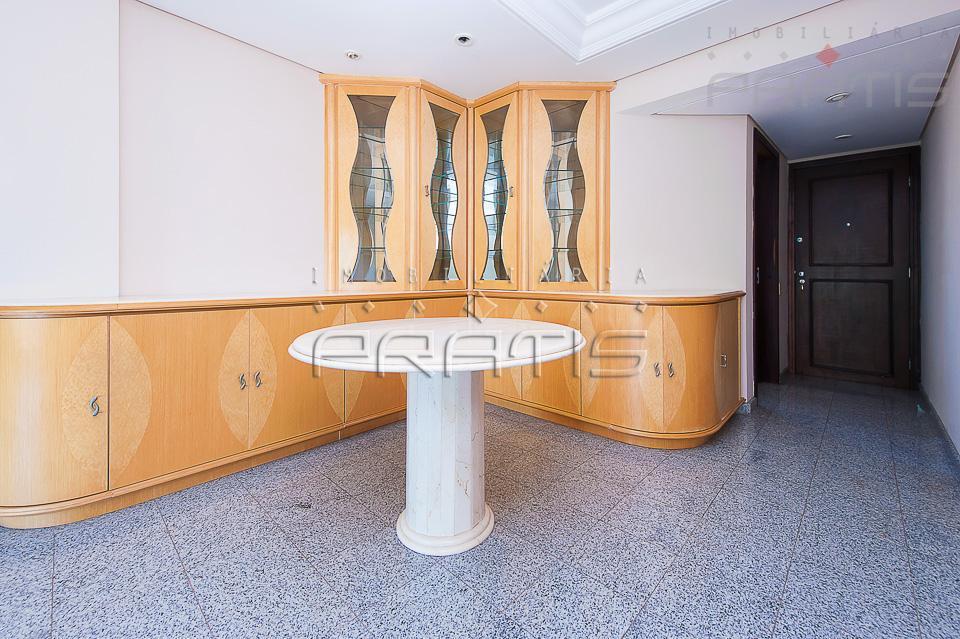 apto. bem localizado, 2 dormitórios, piso vinilico, sala com porcelanato, cozinha e área de serviço com...