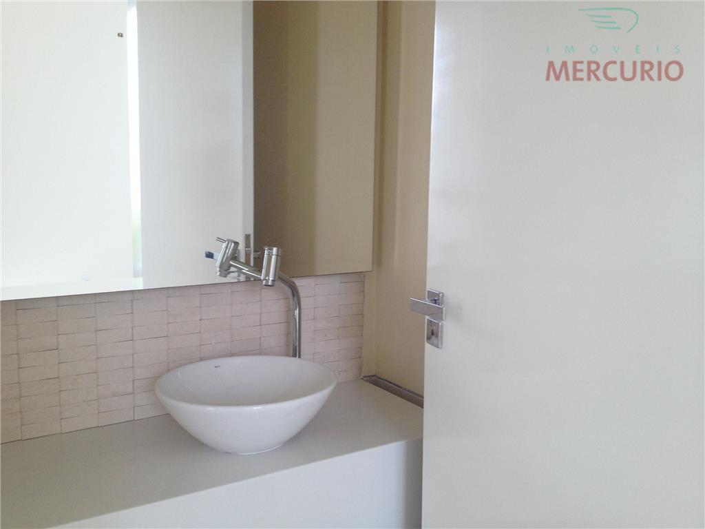 linda residencia localizado em uns dos condomínio mais requisitados da cidade de bauru . acabamento de...