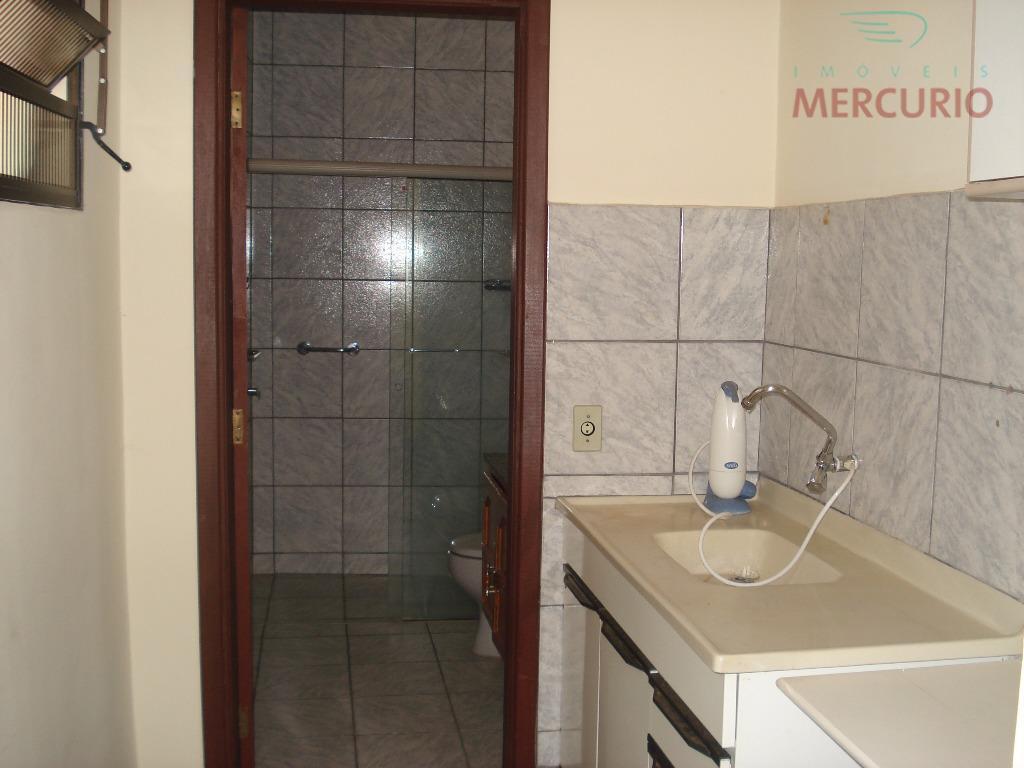 fora do imóvel contém ainda um apartamento com quarto, sala, cozinha, banheiro.