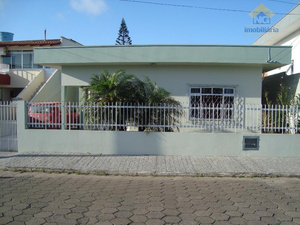 Casa em alvenaria no centro de Nvg, perto de tudo no centro, supermercados Kock, Vila verde, ,farmácias, etc...