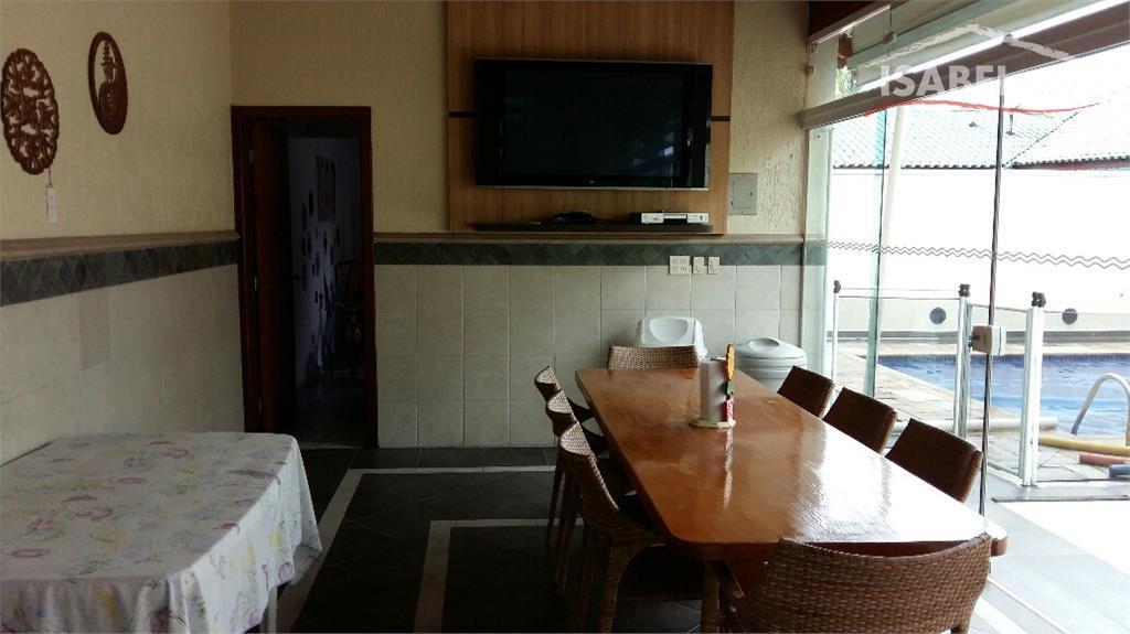 piso superior:4 suítes (sendo uma com hidro e closet),1 sala de tv.piso inferior:possui sala de jantar,sala...
