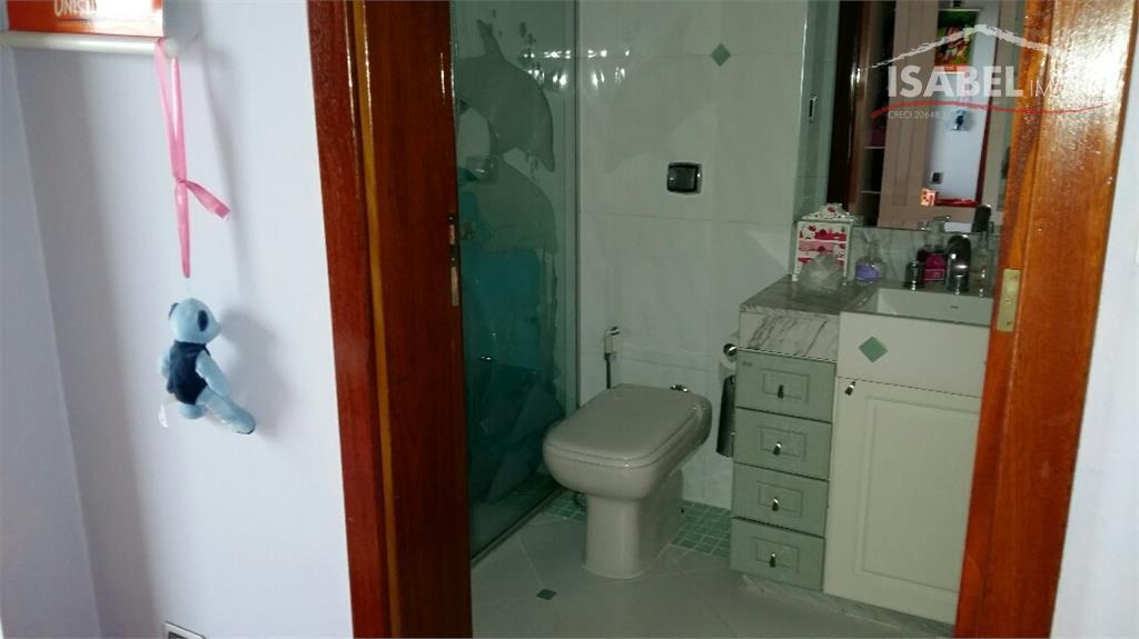 piso superior: 4 suítes sendo uma com hidro e closet, uma sala de tv. piso inferior:...