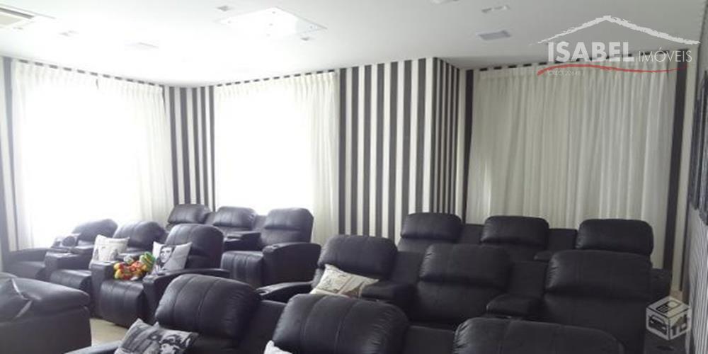 7 suítes sendo 1 master com closet e hidro, sala de lareira, sala de cinema com...