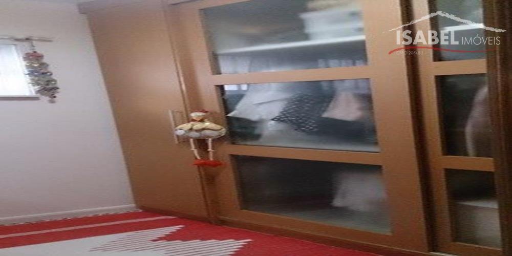 2 suítes sendo uma master com closet e hidro,sala de estar com lareira, sala de jantar,...