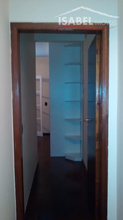 2 dormitórios, 1 suíte, sala, cozinha, 3 banheiros, área de serviço, churrasqueira, piscina e 3 vagas.