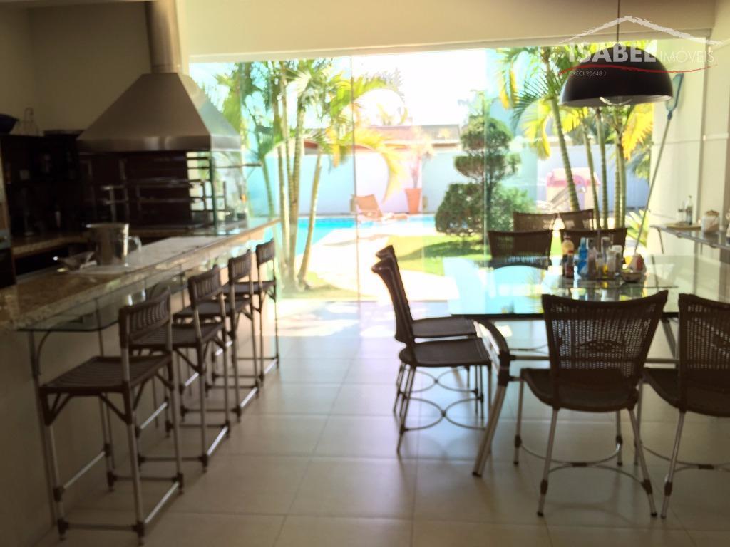 térreo: sala de estar, sala de tv com lareira, sala de jantar, lavabo, escritório, cozinha, copa,...