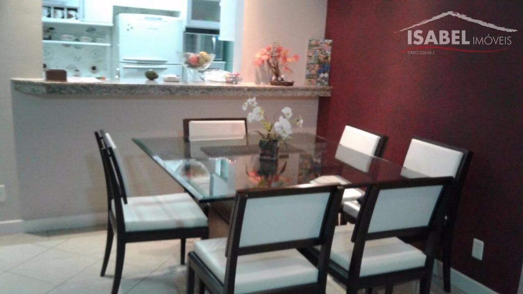 2 dormitórios, 1 suíte, sala para 2 ambientes, cozinha, banheiro, área de serviço e 2 vagas...