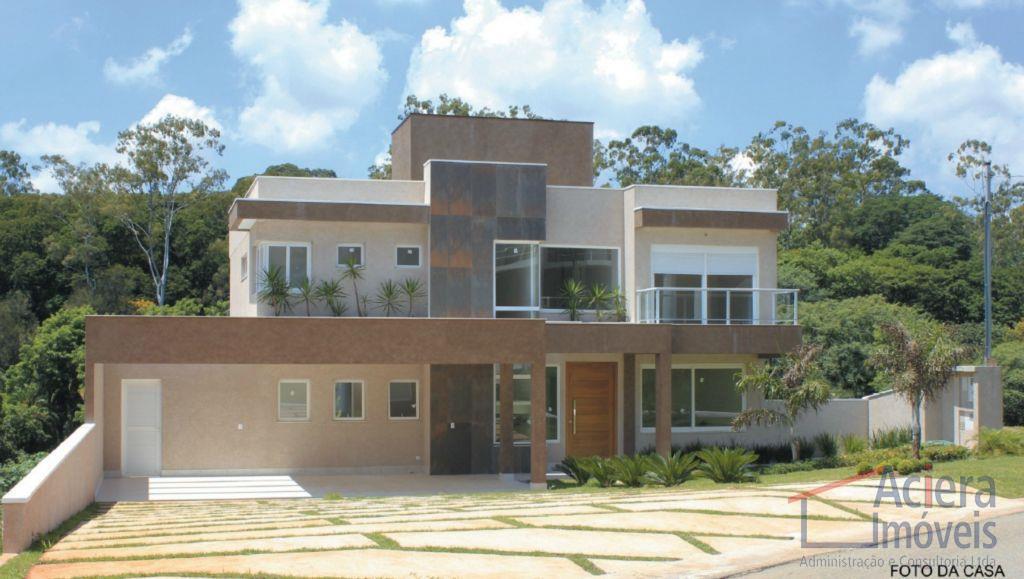 Granja Viana- Localizada em dos mais belos condomínios da Granja, próximo à tudo que a região oferece de melhor!!