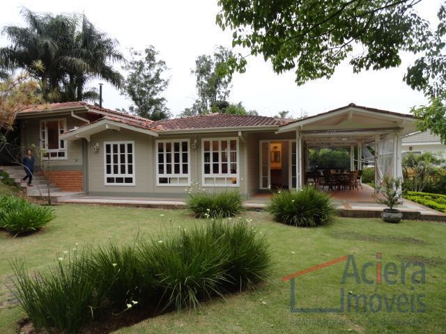 Granja Viana- More no Palos Verdes em uma casa aconchegante, em frente à área de lazer!