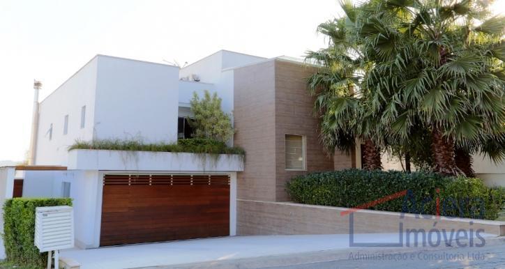 Granja Viana- Casa clean- moderna e espaçosa em condomínio de alto padrão!