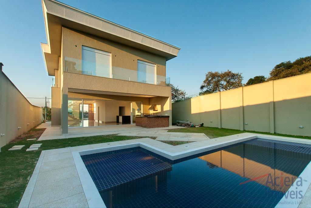 casa com 4 suítes (1 master com closet e hidro), salas de estar c/lar-jantar, varanda, lavabo,...