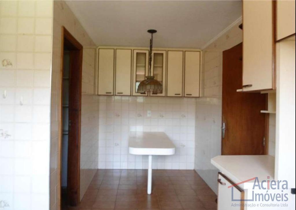 boa casa, ótimo terreno. com 3 dormitórios ( sendo 1 suíte), sala para lareira, escritório, roupeiro,...
