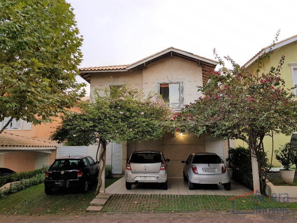 Ótima casa, projeto contemporâneo  em condomínio fechado, privativo, muito charmoso e localização privilegiada!