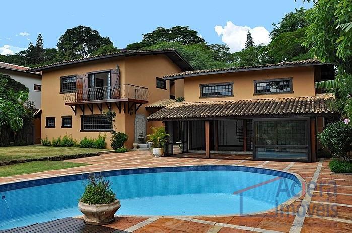 Oportunidade no condomínio Recanto Inpla! Casa contemporânea em tijolos de barro e estrutura de concreto.