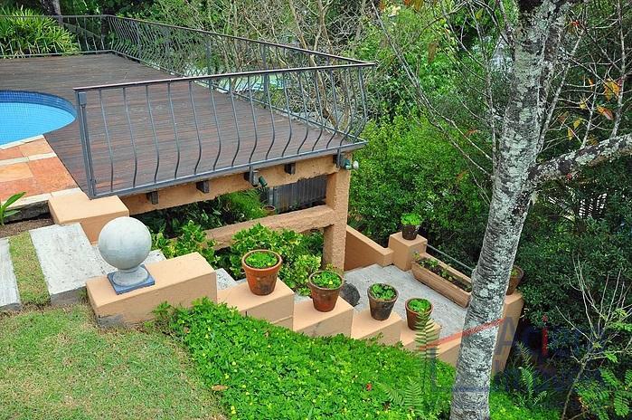 excelente projeto arquitetônico.vista permanente para o verde.jardim com paisagismo maravilhoso e árvores frutíferas produzindo.ótimo acabamento e...