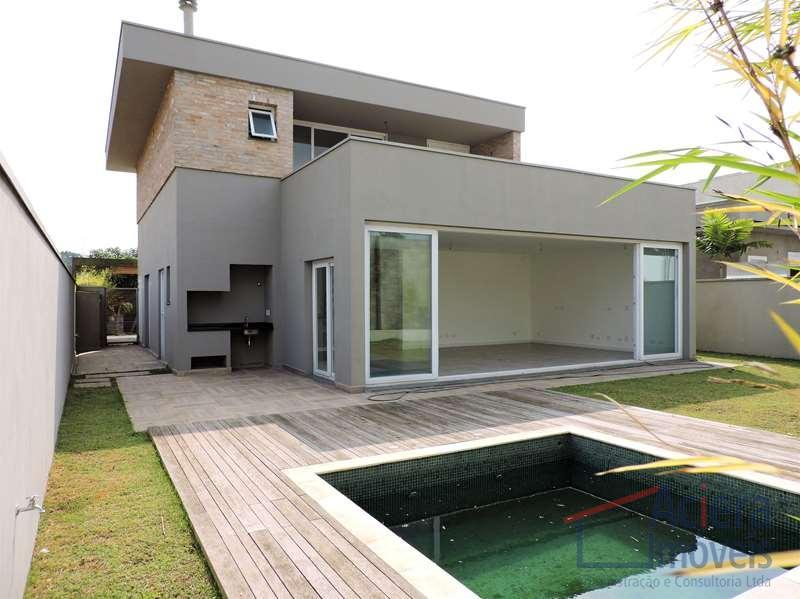 Excelente casa NOVA moderna. Térrea, com terraços, linda vista panorâmico e ótimo acabamento.