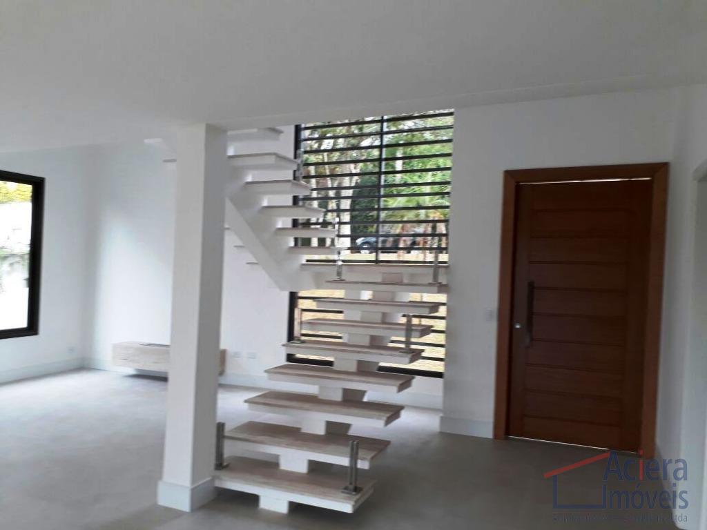 excelente casa, nova, clean e moderna. projeto solange martinhão.com quatro suítes, sendo duas americanas, sala intima,...