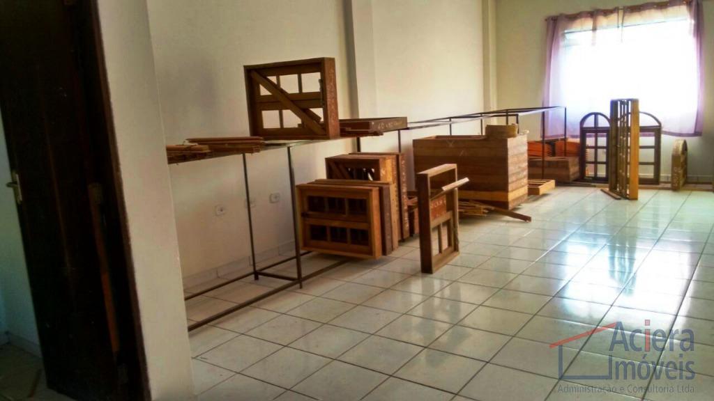 loja com 689,22 m² de área construída, seis vagas amplas, quatro salas, pé direito alto, mezanino,...