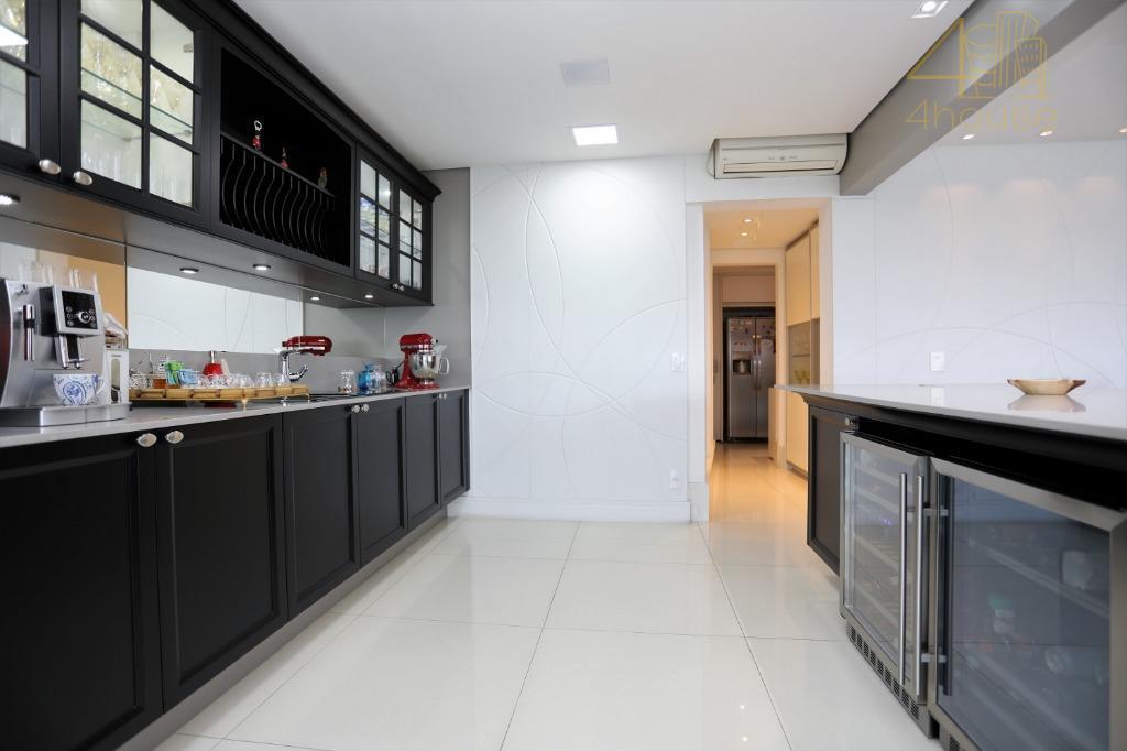 edifício de altíssimo padrão, está localizado na área que mais se valoriza no nobre bairro do...