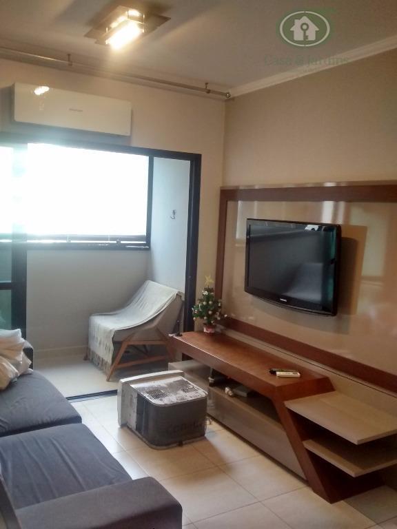 Aparatmento com 02 dormitórios, suíte, vaga demarcada, vista lateral praia do Pompéia
