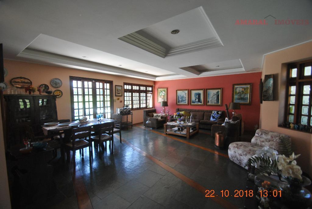 Casa com 4 dormitórios à venda, 389 m² por R$ 790.000