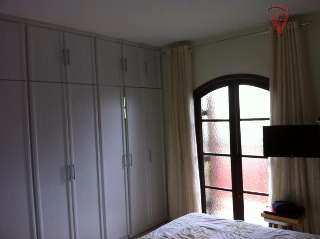 excelente localização, ótima metragem, 3 dorm, 2 suites, 2 vagas, amplo living, 110 metros de área...