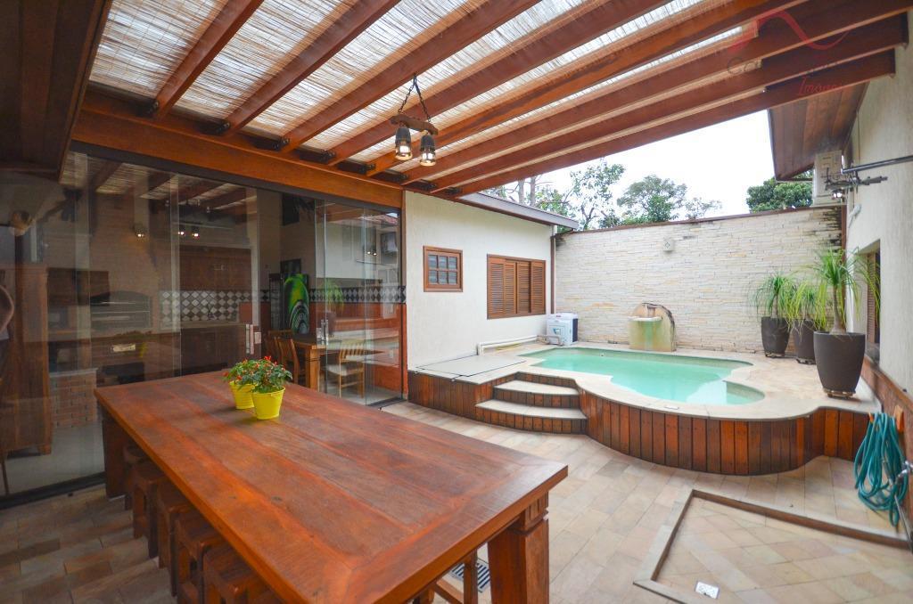 Casa para Venda - Taubaté / SP no bairro Parque São Luiz, 3 dormitórios, 1 banheiro, 1 suíte, 2 garagens