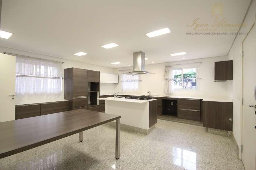 arquitetura espetacular, alto padrão, um pedacinho da europa no brasil, moderno e sofisticado, com 3 suítes,...