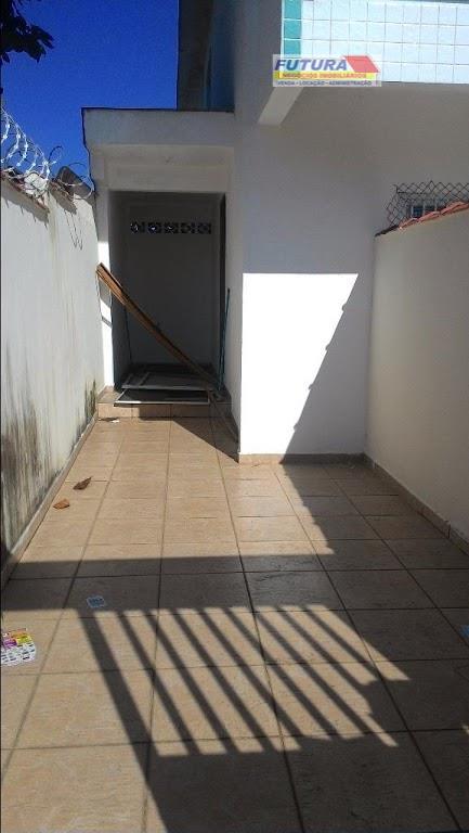 linda casa sobreposta com três dormitórios, uma suite, sala ampla, cozinha,  banheiro b504c01139