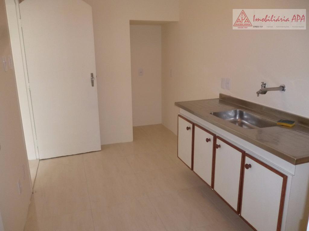 casa de vila: 02 dorms., banheiro social, sala, cozinha, área de serviço e deps. de empregada.-quintal...