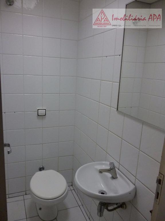 05 salas, 01 banheiro c/ 05 módulos c/ bacia + bancada c/ 3 cubas, 02 wcs...