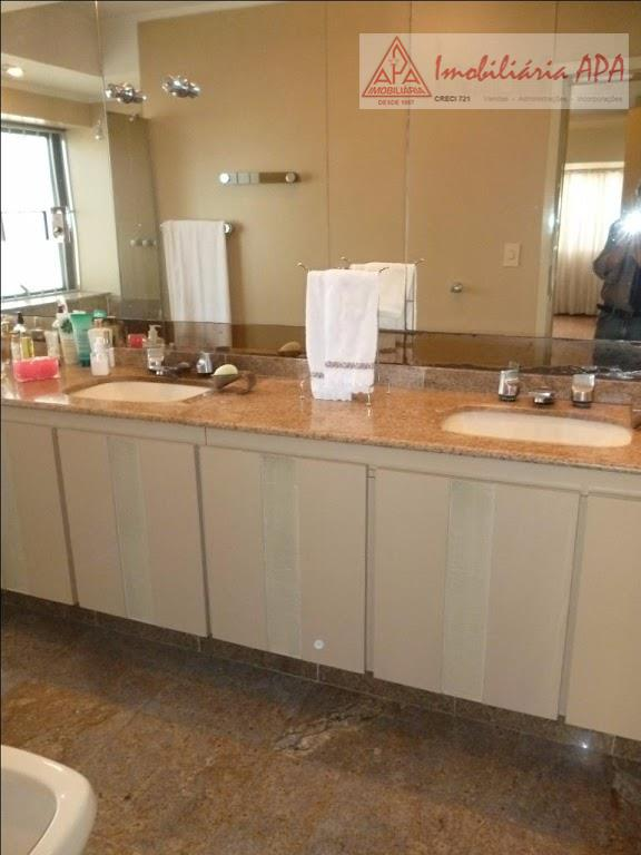 04 dormitórios (02 suítes), banheiro social, lavabo, living para 03 ambientes, sala de almoço, cozinha, área...