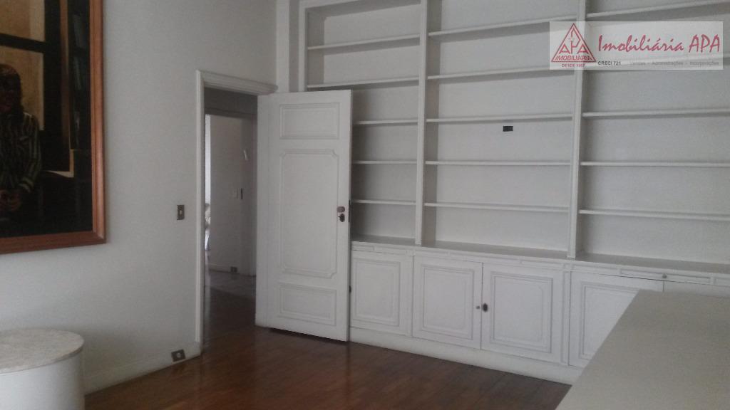 04 dormitórios (sendo 01 suíte), sala de estar, sala de tv.distribuição do apto.suíte master com closet.01º...