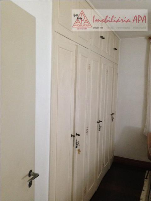 03 dormitórios (sendo 01 com terraço), 02 banheiros sociais, living para 02 ambientes, hall de entrada,...