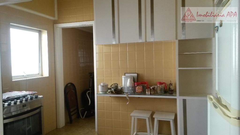o apartamento está em reforma inclusive elétrica e hidráulica.localizado no bairro de higienópolis é um apto....