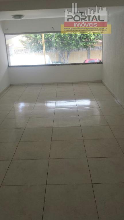 120m², 2 pavimentos, 2 banheiros e uma excelente localização!!!