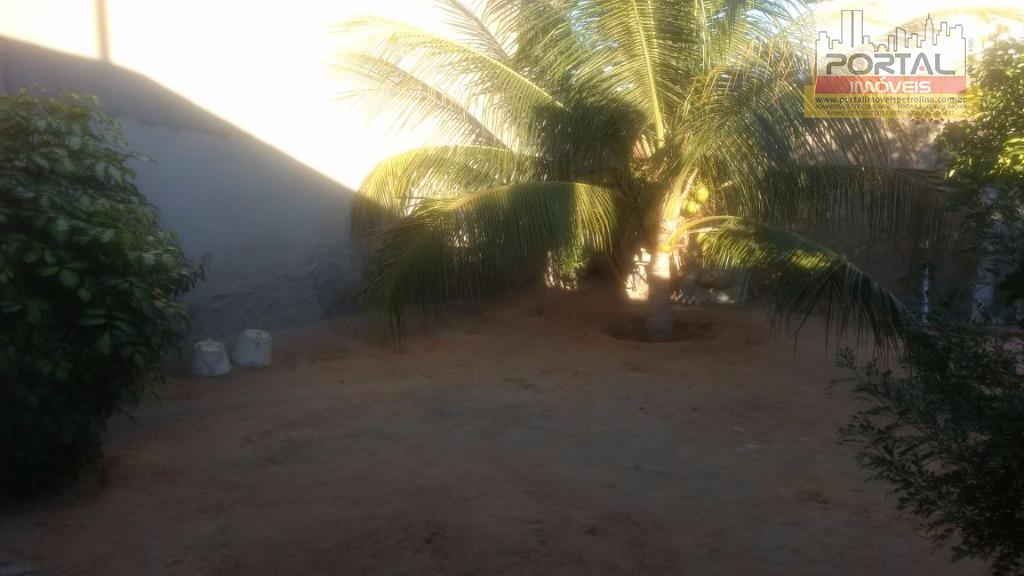 linda casa à venda na vila eduardo, terreno de 250m.02 quartos, sala, cozinha, varanda, garagem.