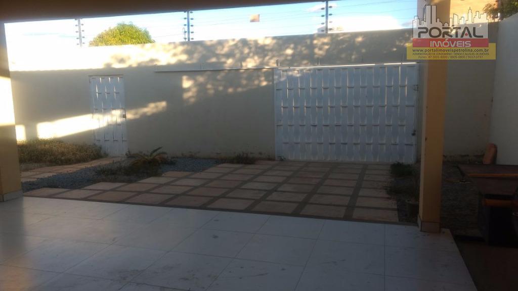 casa nova, construída há 3 anos.1,5 km da facape e upe2,0 km hospital da unimednascente, pé...