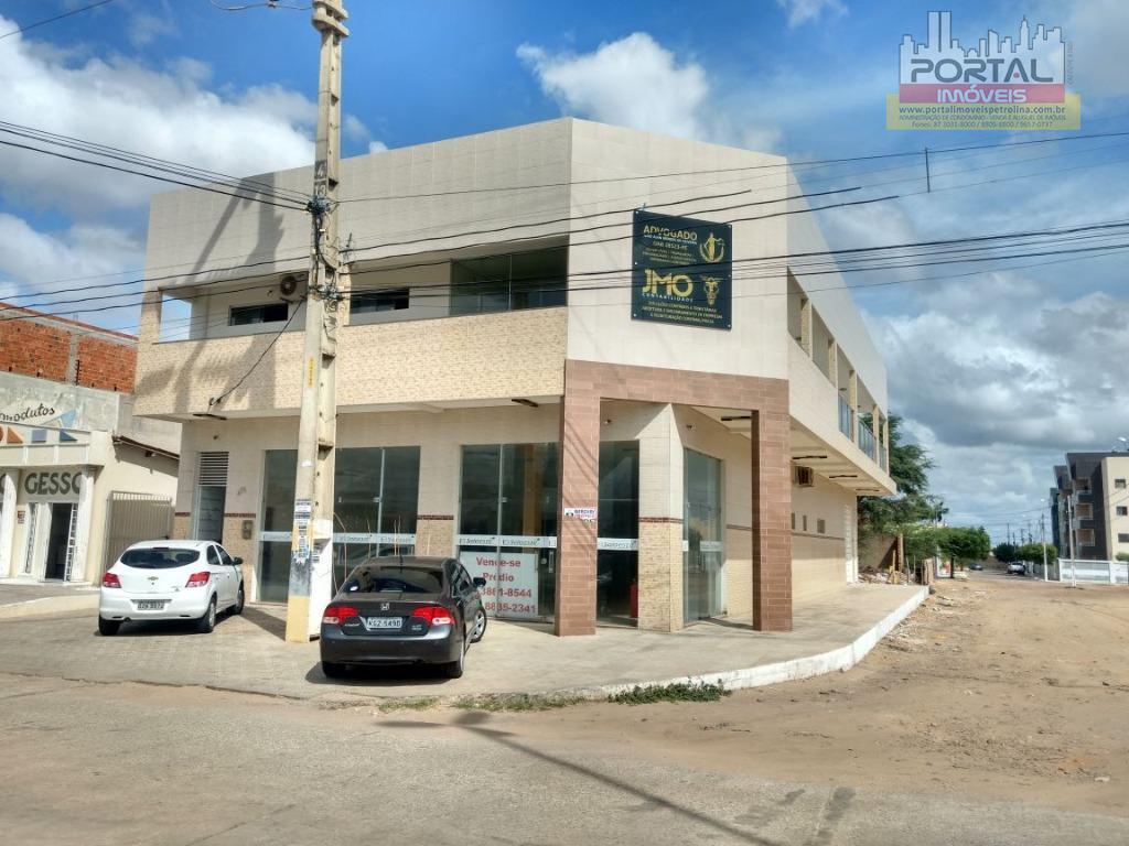 prédio comercial na avenida da integração, 542m área construída, com 3 salas, auditório e um apartamento...