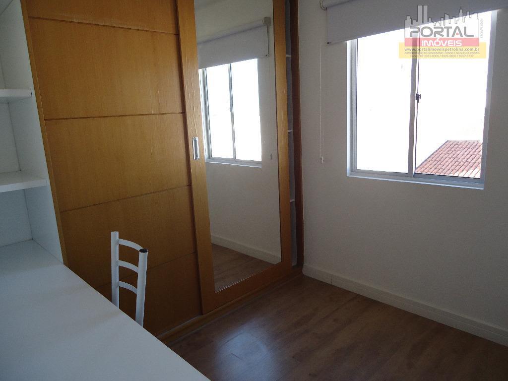 o apartamento possui: tv, split, sofá, guarda roupa, mesa com 4 cadeiras, microondas, geladeira, fogão, cama...