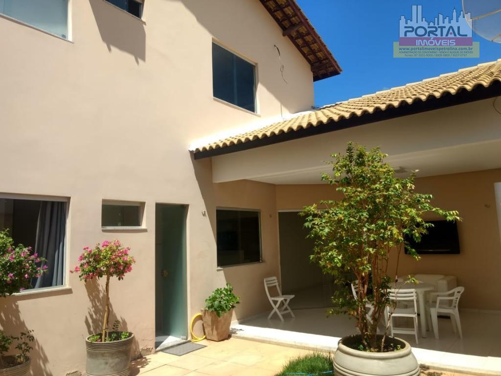 Casa com 3 dormitórios à venda, 185 m² por R$ 620.000