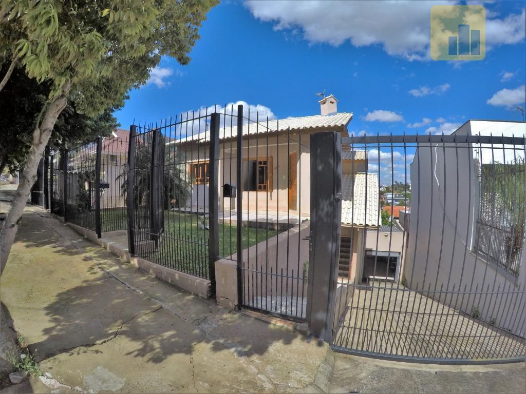 Casa Residencial com 03 pavimentos - Á venda, Centro, Não-Me-Toque.