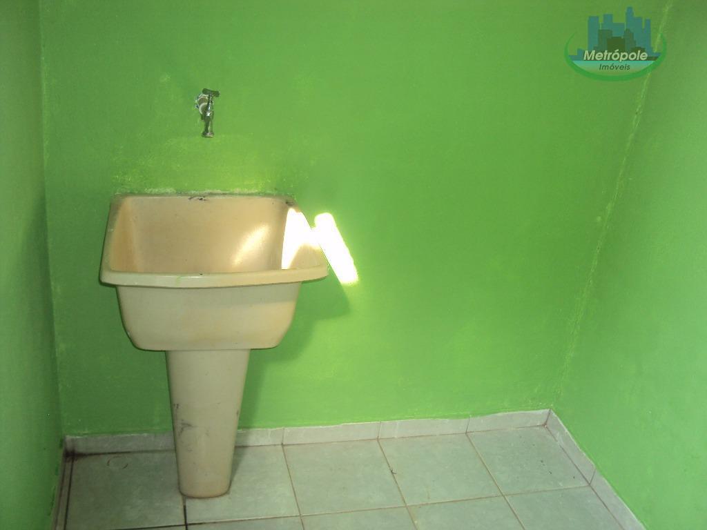 casa com 01 dormitório, cozinha, wc, lavanderia e 01 vaga de garagem.r$540,00 c/ iptu incluso.aceita depósito.