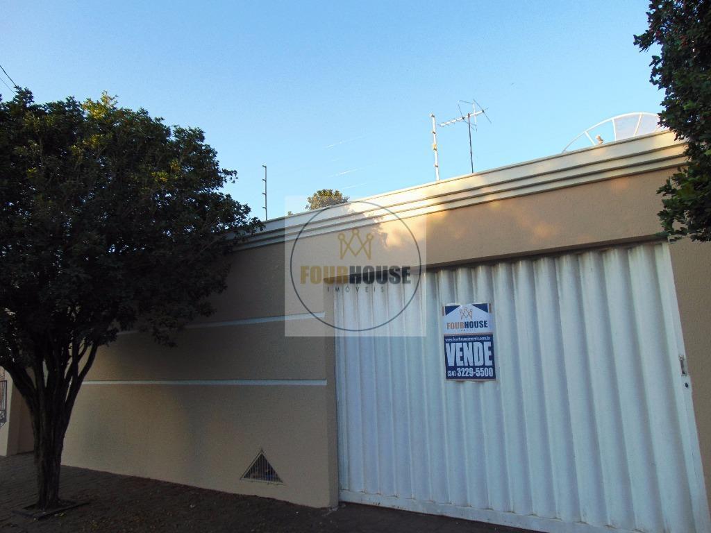 Casa residencial à venda, Laranjeiras, Uberlândia - CA0170.