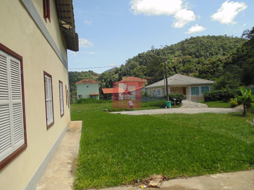 excelente casa em condomínio fechado, 1 locação, composta de 4 quartos, sendo 1 suíte, sala em...