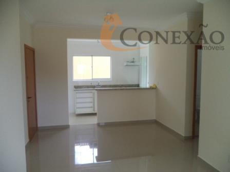 sala com sacada, cozinha com armários, fogão e forno, varanda com pia e gabinete.ao lado da...