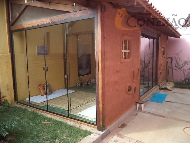 edicula com salão, com porta de vidro.casa toda reformada, inclusive parte elétrica, hidráulica e telhado