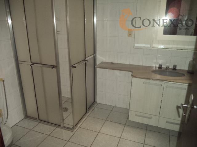 3 suítes no térreo, 1 suite com armáriomezanino com salão grande, salas dois ambientes.