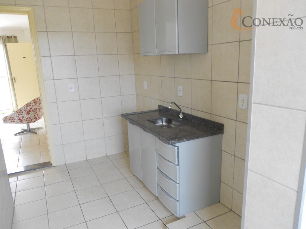 apartamento mobiliado, condomínio e gás inclusos na valor da locação.