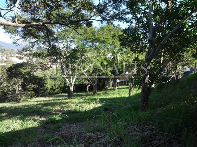 lindo lote com 3100 metros quadrados no bairro recreio maristela.terreno com vista para a pedra grande,...